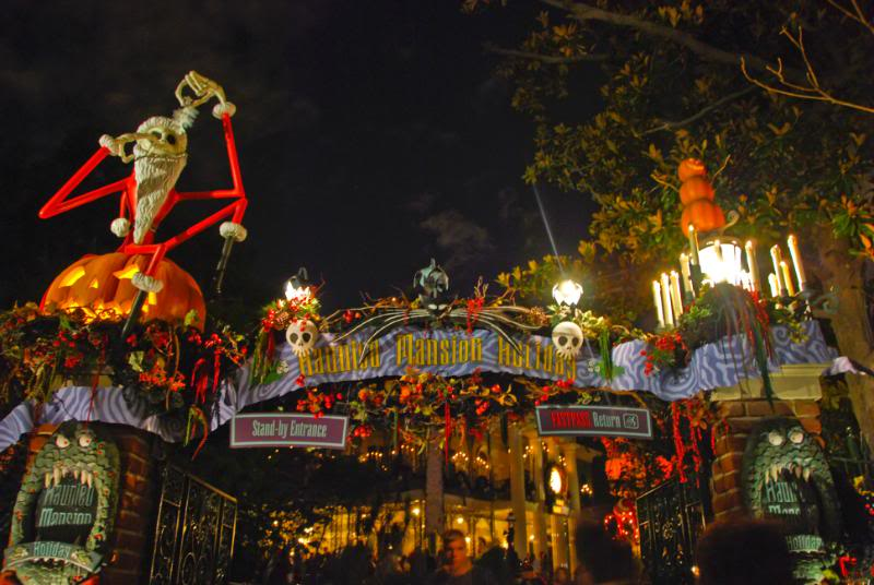 Halloween Disneyland Nightmare Before Christmas A disneyland tradition ...