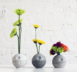 I love the clean, minimalist look of these vases. Whether painted or left as straight concrete, they look great! (image from homemade-modern.com)